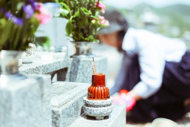 お墓と線香