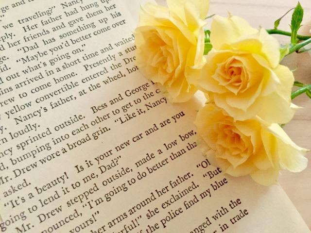 手紙と黄色のバラ
